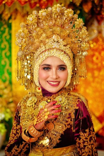 Beautiful Acehnese Woman Bride Tradition Traditional Traditional Clothing Traditional Culture Cultures Nikon Nikonphotography Aceh INDONESIA Indonesia Photography  Bride Women Woman Beauty Beautiful Beautiful Woman Beautiful People Portrait Smiling Young Women Beautiful Woman Happiness Looking At Camera Cheerful Beauty Headshot Human Face Ceremonial Make-up Pretty Blooming Capture Tomorrow Moments Of Happiness EyeEmNewHere International Women's Day 2019 My Best Photo