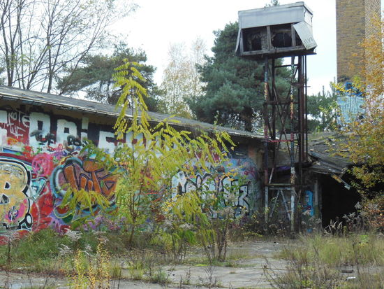 Dreilinden in the southwest of Berlin used to be the border between the GDR (DDR) and West-Berlin. On the picture the remains of the East-German border patrol. Berlin Berlin Wall DDR DDR Grenze Dreilinden GDR Berlijn Border Graffiti Abandoned Places