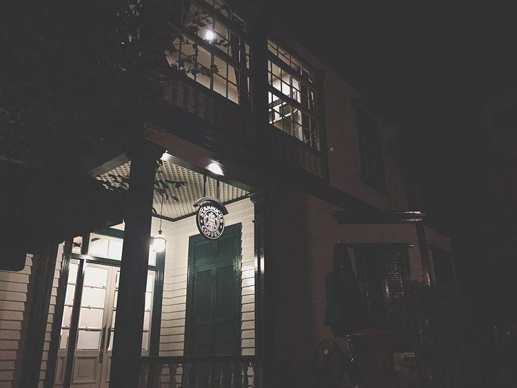 Website http://ryofujisawa.jp IPhoneography Nightphotography Photography EyeEm Light And Shadow On The Road Photo スタバ 神戸