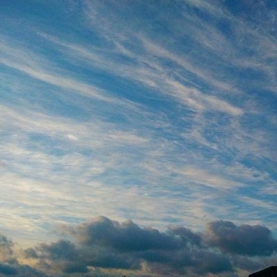 Bizim buralarda Sarilacivert Gunbatimi halleri bitmez... Sky Skyporn sunset cloud bulut nature manzara istanbul fenerbahce color htc