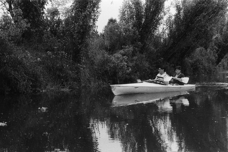 Minolta Srt101 Lomography Lady Grey Asa 400 forzado a Asa 800 Analogue Photography Minolta Lomography Ladygrey Water Lake Tree Nautical Vessel Nature Reflection Boat Mode Of Transport Real People