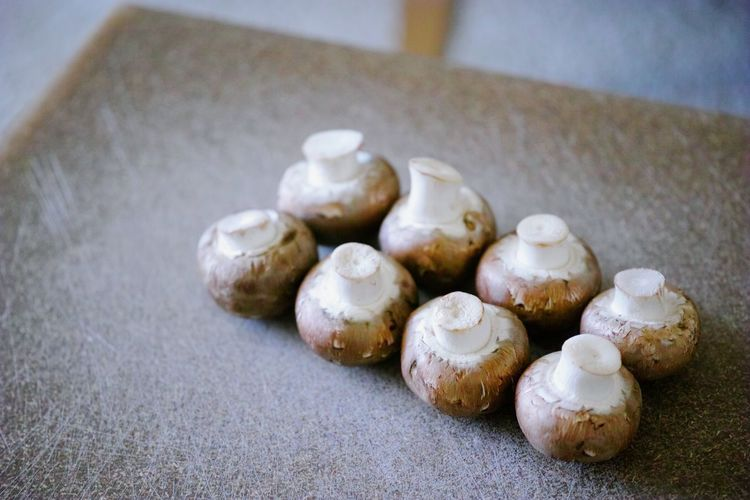 Local brown mushrooms🍄 Mushrooms Mushrooms 🍄🍄 Brown Mushrooms Fungi Fungus Funghi Funghi🍄 Funghiporcini Vegetable Vegetables Veggie Veggies Veggieporn Vegetableporn マッシュルーム 茸 Table Close-up
