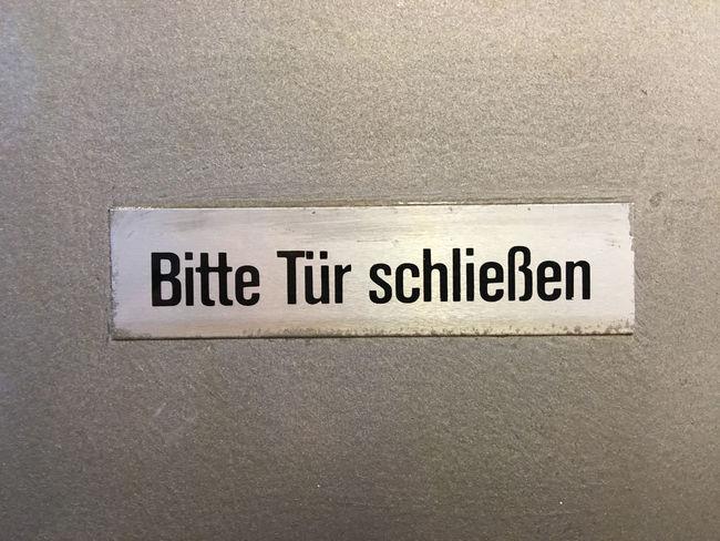 Bitte Tür schließen Close-up Closed Door Communication Day Indoors  Message No People Office Building Text Western Script