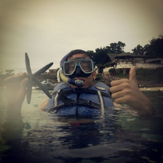 """Wad in the middle of the sea and then I was like """"What?! Theres wifi?!"""" Haha Mactan Shangrila Beach Snorkling swim cebu"""