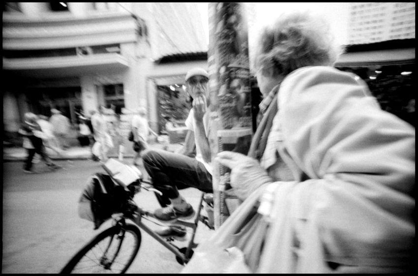 Street Photography Rio de Janeiro 35 Mm Analogue Photography Books Bookshelf Brazil Copa 2014 Economy Football Goods LC-Wide Library Lomography Market Real Gabinete Português De Leitura Rio De Janeiro Travel Black And White Caipirinha Carrying Goods Grain Outdoors South America Street Photography Tunnel Urban