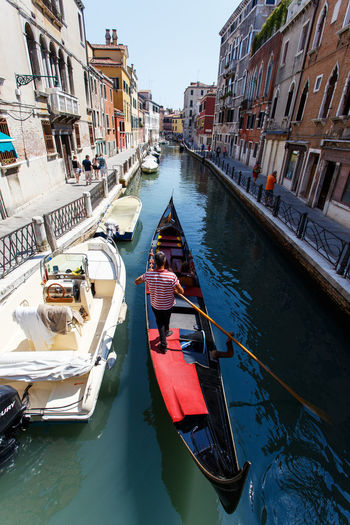 Architecture Boat Building Building Exterior Built Structure Canal City City Life Day Gondola Gondola - Traditional Boat Mode Of Transport Nautical Vessel Outdoors Reflection Residential Building Rippled Sky Tourism Transportation Travel Destinations Water Waterfront