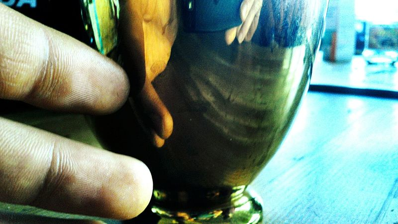 Golden Cup Reflektion Hand Table Blue Skies