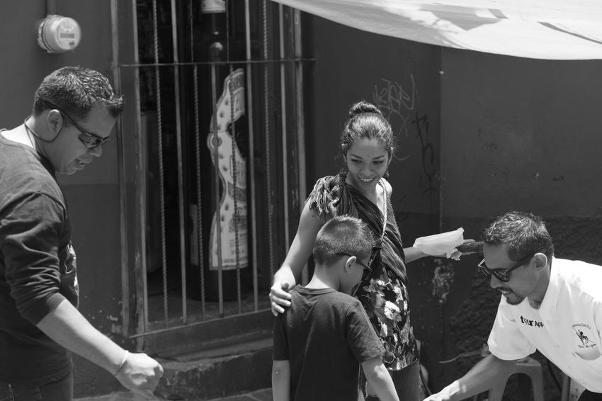 Gente Black & White Blanco Y Negro. Day Happiness Outdoors Smiling Street Photography Young Adult