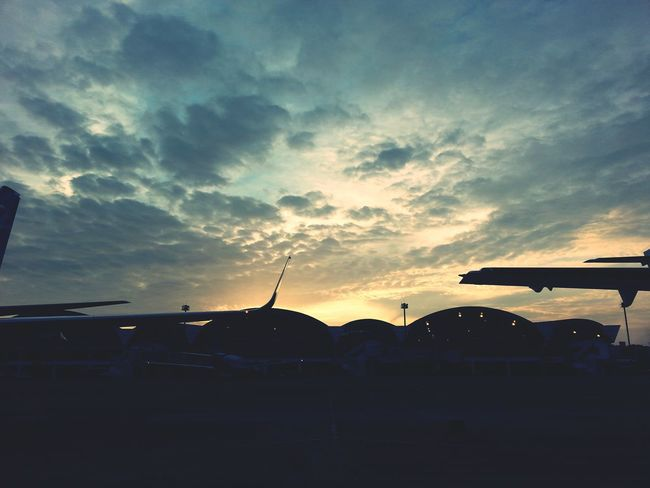 Taking Photos Sunset Great Views Bandara Makassar
