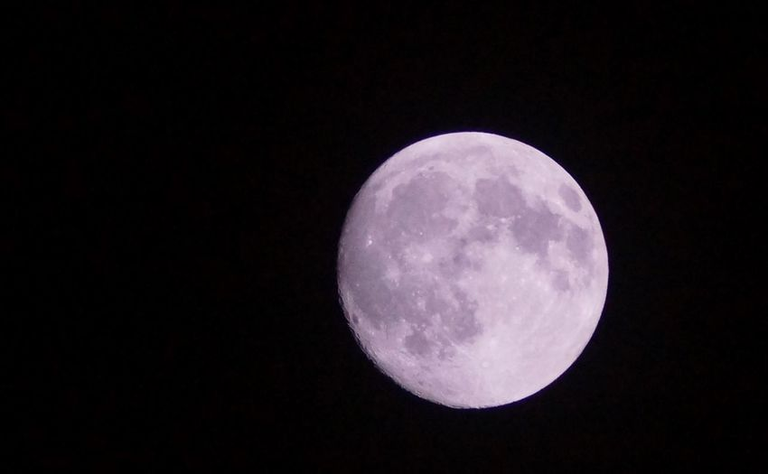 今宵は中秋の名月。月を眺めるという、文化は大切にしたいですねぇ。 Moon Beauty In Nature Night Planetary Moon 満月 中秋の 名月
