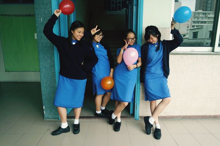 Party time!!! All I want for christmas is you💕👭👭 Classmates Love Warm Balloons Awesome Day Happy Taking Photos Christmas Party 4Diadem