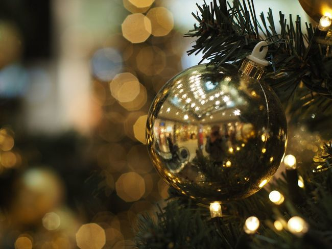 Christmas Christmas Decoration Decoration Celebration Holiday Christmas Ornament christmas tree Reflection Sphere Close-up Tree Shiny Illuminated Indoors  Holiday - Event No People Hanging Event Silver Colored