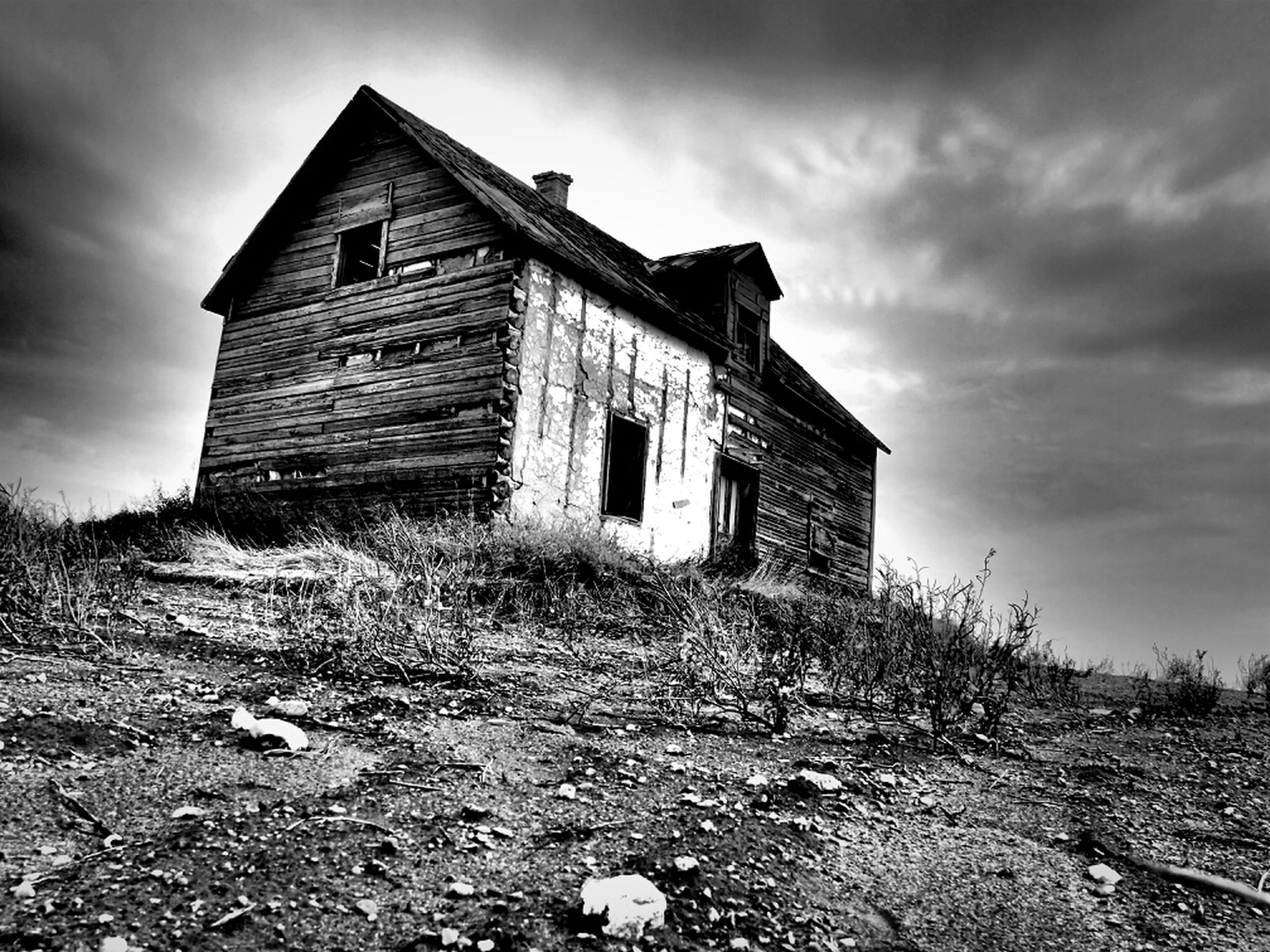 architecture, built structure, building exterior, sky, abandoned, cloud - sky, house, damaged, old, cloudy, field, obsolete, run-down, cloud, deterioration, day, grass, low angle view, no people, outdoors