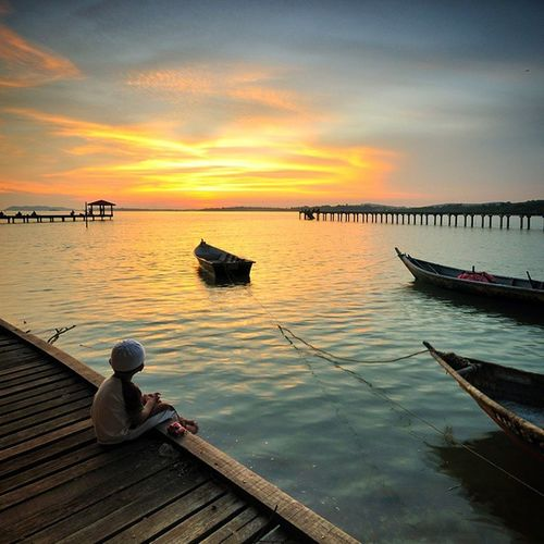 Enjoying twilight colors Sunset Twilight Dusk Kidsandnature kid nature fishermenboat fishermenvillage seascape jetty portdickson pasirpanjang negerisembilan malaysia malaysianlandscaper digitalmurabbiphotography