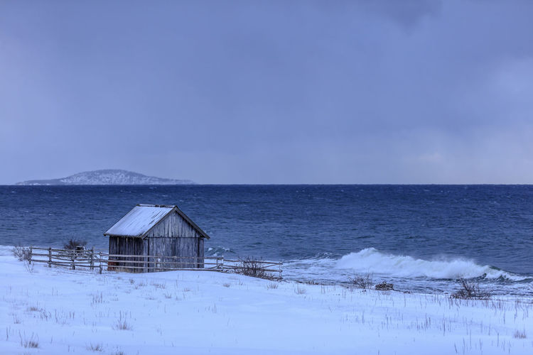 Snow storm on the Swedish island Öland. The fisherman's cottage at the Baltic sea doesn't look very inviting. The isolated island Blå jungfrun (Blue virgin) in the distance. Sky Built Structure Architecture Scenics - Nature Sea Building Exterior Winter Snow Horizon Horizon Over Water Beauty In Nature Land Cold Temperature Tranquility Water Building House Nature Tranquil Scene No People Outdoors Sweden Baltic Sea Öland Blå Jungfrun