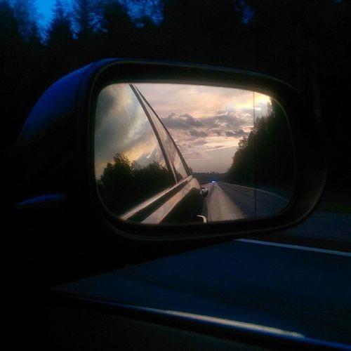 Без_фильтра Закат вид_сзади зеркало трасса хочу_обратно