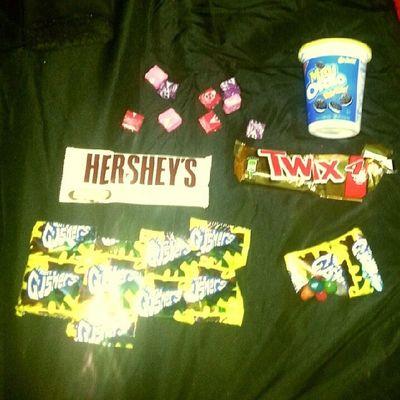 Munchies Starburst Gushers Atwix CookiesNcream Oreos fat kid status for real!!!! MyNight