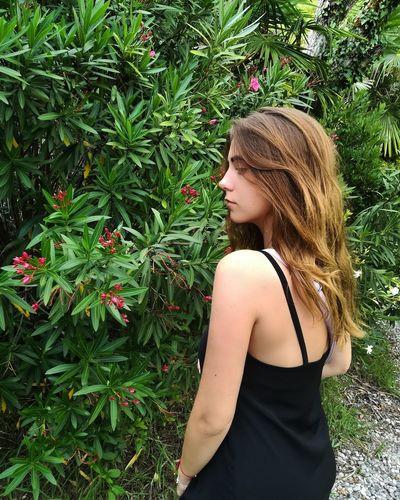 Young Women Blond Hair Beautiful Woman Tree Beauty Women Females Long Hair Grass Green Color