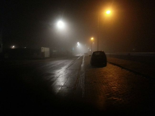 Q Quietness Shooting In The Dark Street Streetlights Light In The Darkness Early In The Morning On The Way Quiet