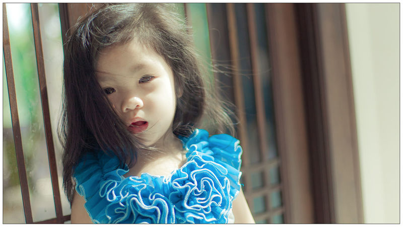 Chidren Closeup-potrait Daughter Front View Lifestyles Little Angels Portrait Real People Young Adult