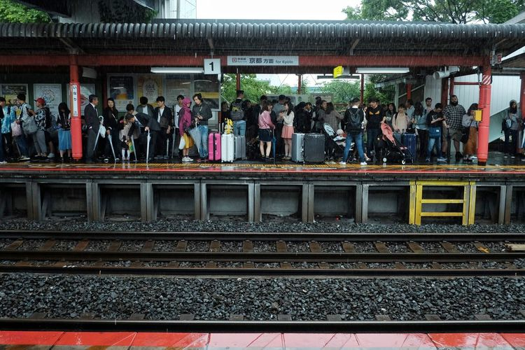 Japan2018 The Street Photographer - 2018 EyeEm Awards The Traveler - 2018 EyeEm Awards The Traveler - 2018 EyeEm Awards Summer Road Tripping FilipinoStreetPhotographers Streetphotography Colors Group Of People Rail Transportation Crowd Track Railroad Track Large Group Of People Real People Railroad Station Platform Transportation Travel
