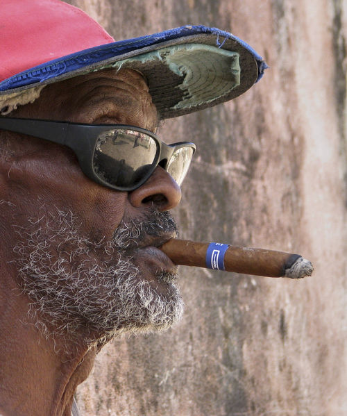 smoking man Cuba Sigara Sigar Adult Adults Only Close-up Day Eyeglasses  Focus On Foreground Headshot Leisure Activity Lifestyles Men One Man Only One Person Outdoors People Portrait Real People Sunglasses