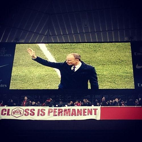 God is on the TV. Dennis Bergkamp DB10 God AFC Arsenal Gunners UTA ClassIsPermanent