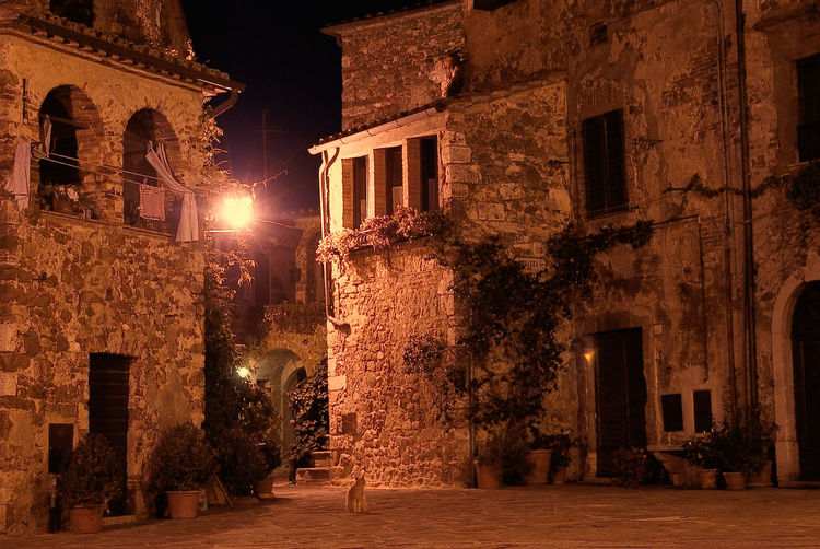 montemerano piazza Toscana Architecture Borgo Più Bello Building Exterior Built Structure Illuminated Night No People Old Country Outdoors