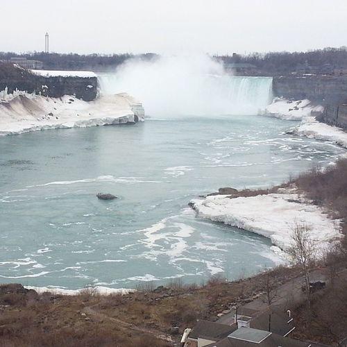 Niagarafalls CanadianSide Snow