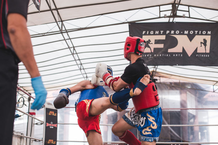 Kick (I) Sport Lifestyles Strength Men Real People Group Of People Vitality Clothing Boxing - Sport Boxing Glove Healthy Lifestyle Sports Clothing Competition Effort Athlete Muay Thai Kick Kicking Fighting