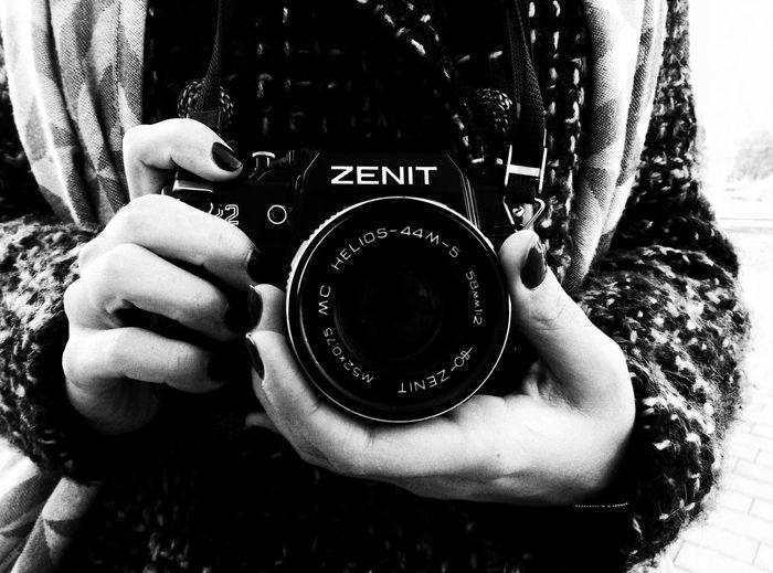 фото фотограф Фотосессия фотография фоторепортаж фотоаппарат руки камера зенит Zenit Portrait Popular Photos Girl девушка