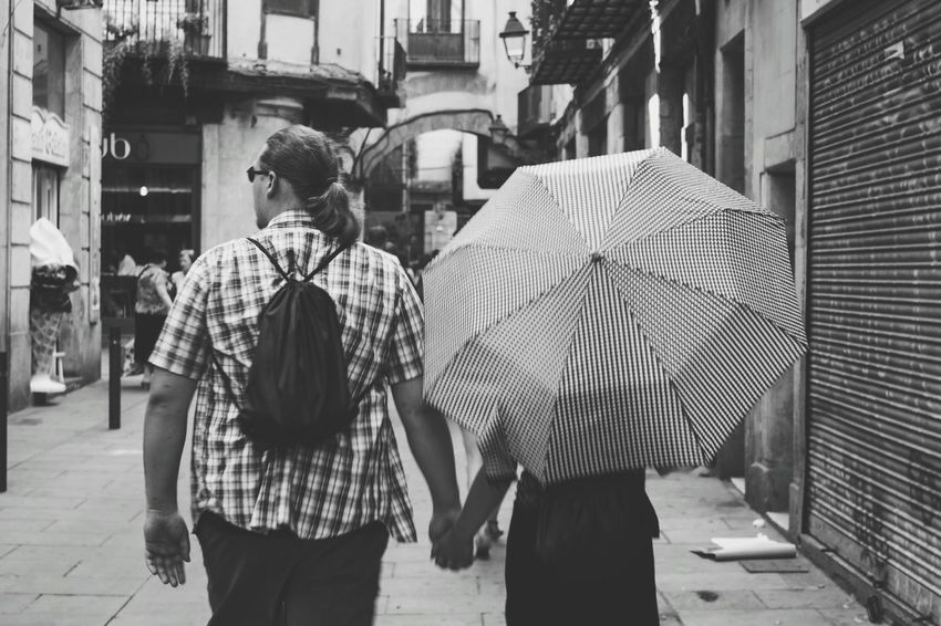 Check This Out Umbrella Barcelona Black & White SPAIN Monochrome Mobilephotography Mobilephoto Monochromatic Blackandwhite Photography Bnw_collection Bnw_captures Mobile_photographer Bnw Photography Streetphotography Black And White Street Photography Vscocam Love Romantic Lady Woman Man Couple Couples Shoot
