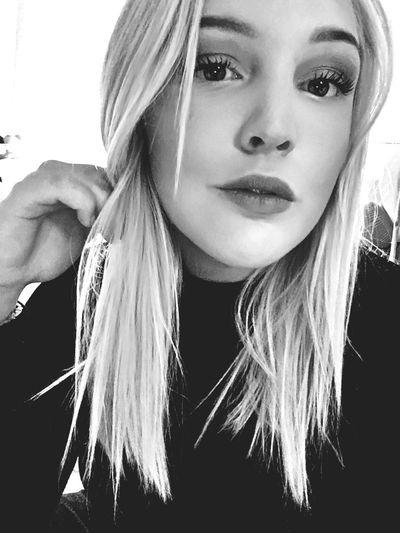 Selfie ✌ Thursday Hi!