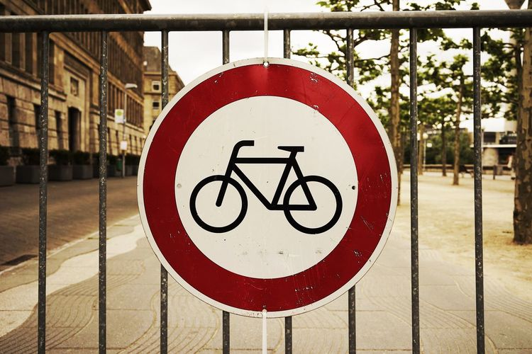 Warning sign for cyclists