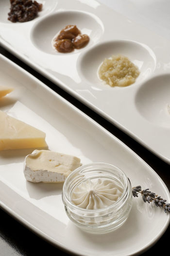 Cheese sample plate Appetizer Brie Cheese! Close-up Delicious Food Edible  Food Goat Cheese Gourmet Food Inside No People Plate Plate Of Food Rind & Pirsichzwiebel Spalten Sampling Serving Size SLICE Small Portions Snack Specialty Food Still Life