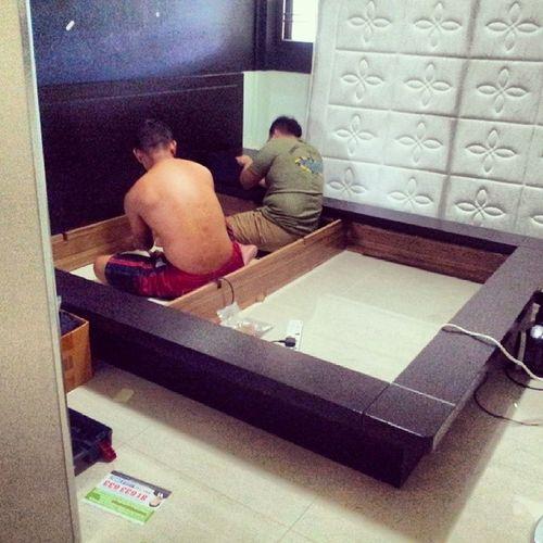 2 guys trying to bribg down my super huge plus heavy bed!!! Movingoutsoon Preparing