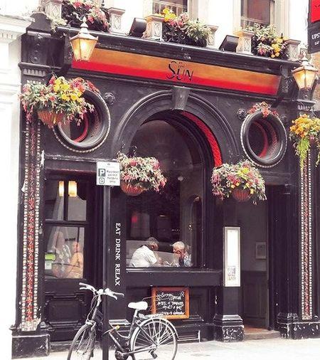 Eat drink relax at London Thisislondon Londonlife London_enthusiast Londonrestaurants Coventgarden Coffeshop Thesun Flowers Streetlife Bike Ig_europe Traveling Relax Tavern  Taverna