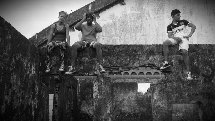 Descansando em cima do muro ♡ haha...Parkour Parkour Love <3 Parkourlife Parkourlive