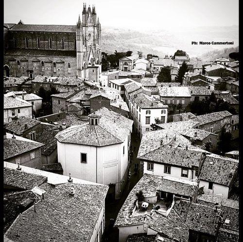 Orvieto Umbria Travelingtheworld  Photobyme 📷 Likeforlike Followme Bestoftheday Street Photography Beutiful  Tagsforlikes #picoftheday #follow4follow #instagood #beautifulcity #architecture