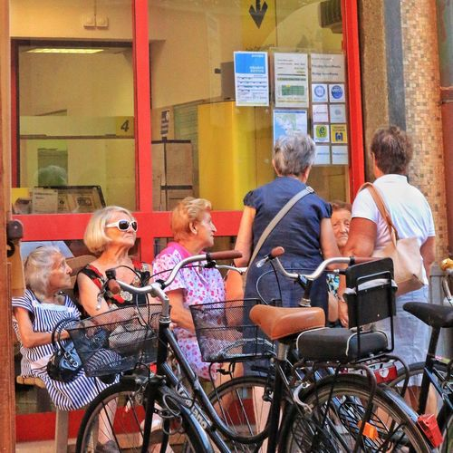 Levanto Cool Grandma Streetphotography Old People Italy Socializing Mammas Bella Hanging Out Traveling