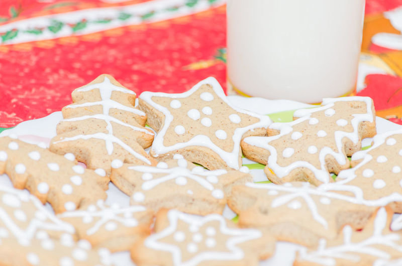 Close-up of gingerbread cookies in plate on table