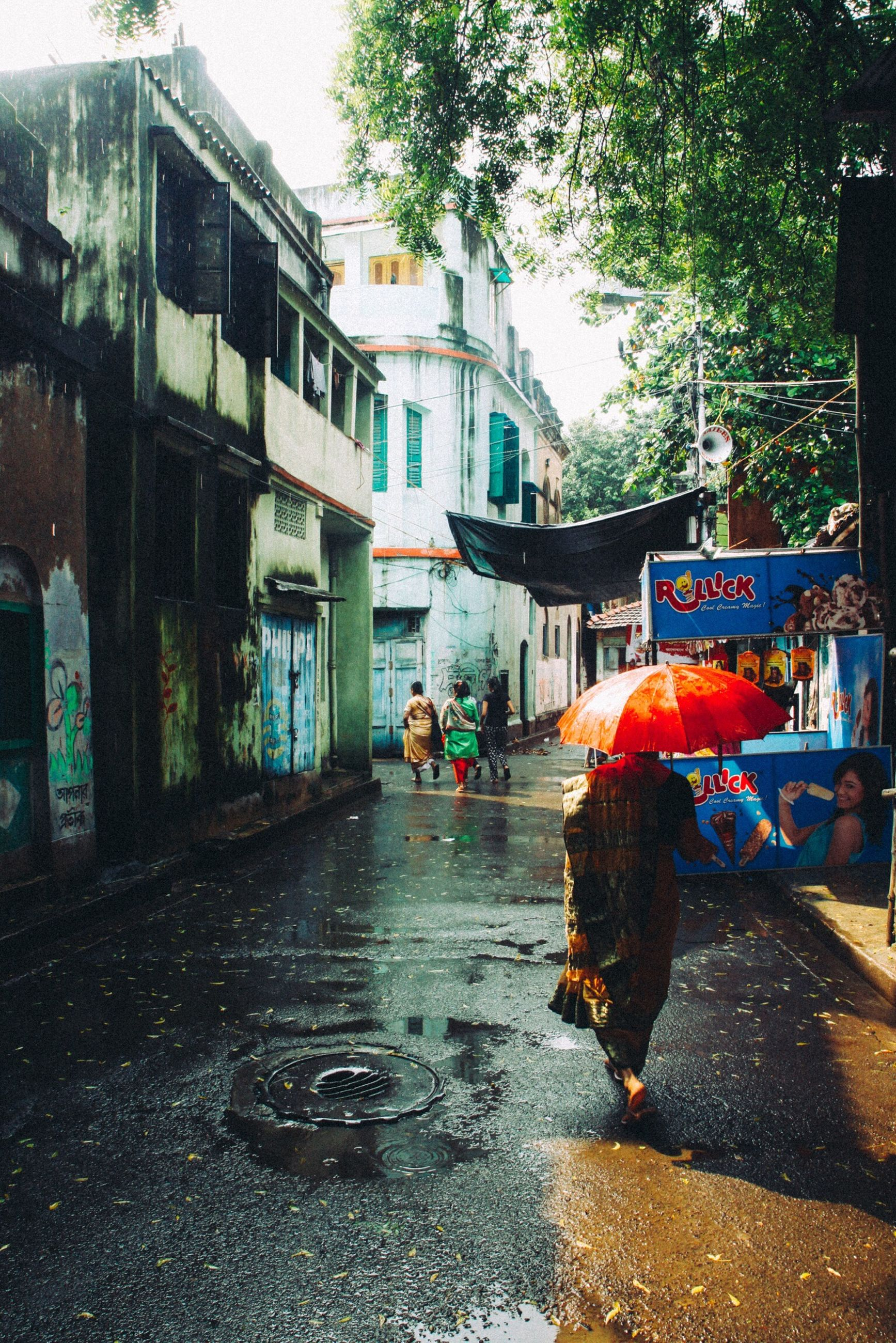architecture, built structure, building exterior, street, wet, real people, men, day, city, water, outdoors, tree, sky, people, adult