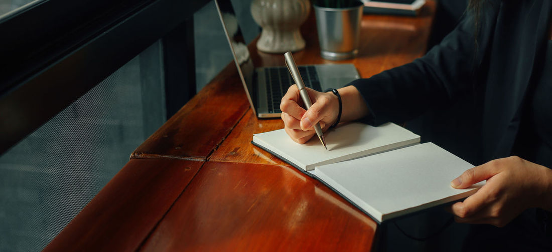 Businessmen are taking notes. Human Hand Hand One Person Human Body Part Holding Table Wood - Material Lifestyles Book Selective Focus Body Part Indoors  Business Notes