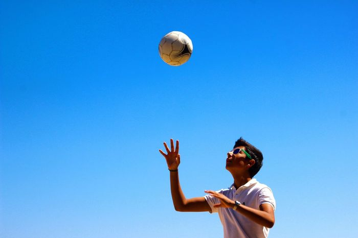 43 Golden Moments Portugal Game Ball Boy Cousin Family Capture The Moment Hello World Capturing Freedom Taking Photos Summer Outdoors People Of EyeEm Enjoying Life Sun Light The Weekend On EyeEm From My Point Of View Minimalism Canon Adventure Club Having Fun Check This Out Beautifulview 🇵🇹
