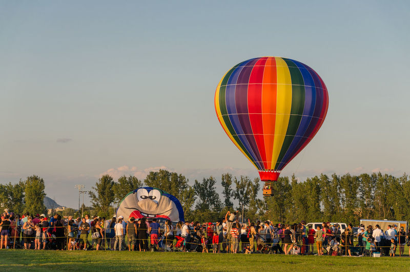 Festival Season International Balloon Festival Of Saint-Jean-sur-Richelieu Adult Canada Clear Sky Competition Day Hot Air Balloon International Balloon Fiesta Large Group Of People Leisure Activity Men Multi Colored Nature Outdoors People Real People Sky Sport Togetherness Tree