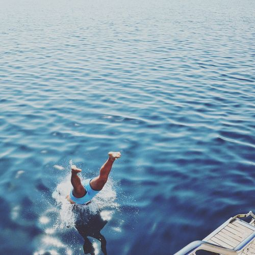 Water One Person Real People Leisure Activity Sea Lifestyles Jumping Full Length Women Diving Motion Swimming Day Outdoors Men Nature Young Adult Young Women Beauty In Nature Shirtless