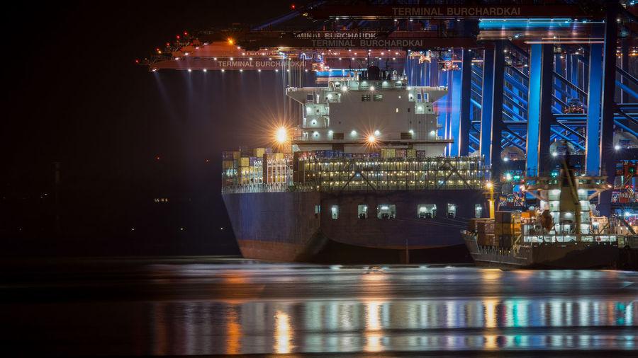 Container Containerbrücke Containerschiff Containership Hamburg Hamburger Hafen Lichter Waltershofer Hafen Harbor Illuminated Industry Langzeitbelichtung Nautical Vessel Night Reflection Transportation Water Waterfront