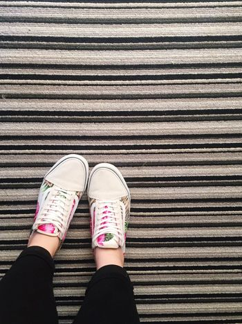 Floral Pattern Floral Floral Shoes Vans Off The Wall Grey Grey Carpet Grey Lines Lines London