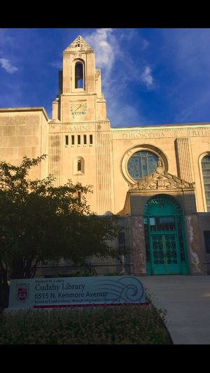 Cudahy Library at Loyola University in Chicago. Amazing architecture and color. Building Exterior Built Structure Architecture City Life Chicago Journey Outdoors Pspauly63