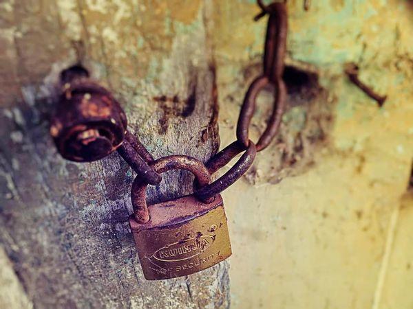 Oxido  Candado Door Puerta Abandonado Abandonado, Ruina, Urbana  Cerrado Metal Cadena Rusty No People Day Close-up Outdoors Hanging Prison Nature